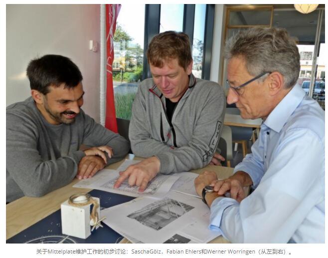关于Mittelplate维护工作的初步讨论:SaschaGölz,Fabian Ehlers和Werner Worringen(从左到右)。